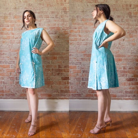 Vintage Dresses & Skirts - SALE 1960s/EARLY 1970s VINTAGE AQUA SHIFT DRESS